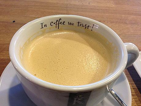 в-процессе-поглощения-кофе-обнажается-надпись-In-coffee-we-t