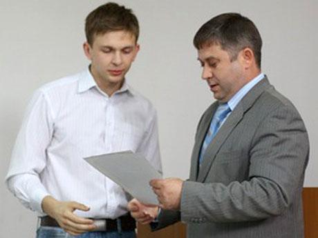 слева-его-сын-Сергей-Хапугин-младший.jpg