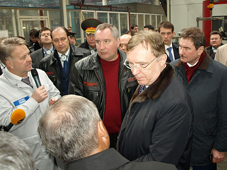 Для-начала-делегация-посетила-цех-обработки-двигателе