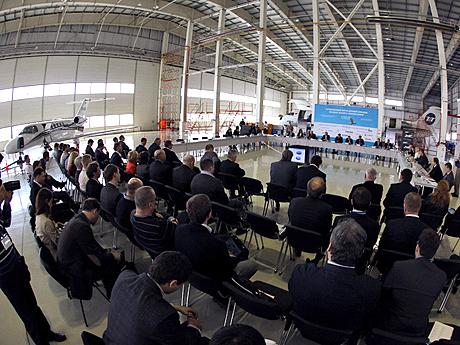 1а.-Форум-проходил-в-деловой-обстановке-ангара.jpg