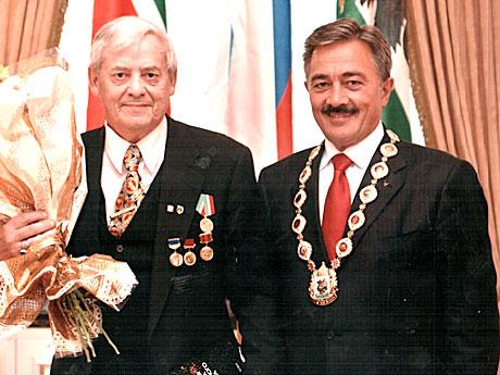 Награда-от-мэра-Казани-Камиля-�схакова.jpg