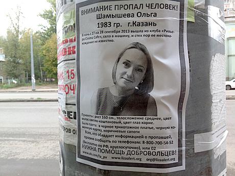 smotret-paren-ubedil-devushku-potrahatsya-na-zadnem-dvore-foto-polnovatoy-devushki
