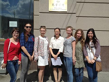 студентки-�ЭУП---стипендиатки-�нститута-Конфция.jpg