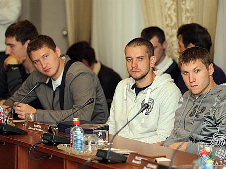460-1 Слева направо - новоиспеченый капитан Максим МихайР
