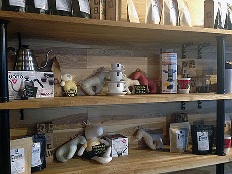Кофейня-так-же-предлагает-приобрести-подарки---РѕС'-РјСЏРіРєР
