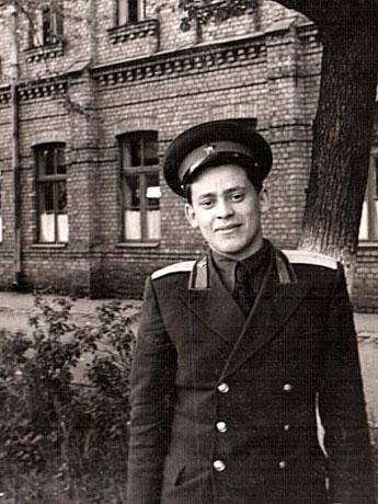 Урал-Закиров---курсант-инженерно-авиационного-училища.