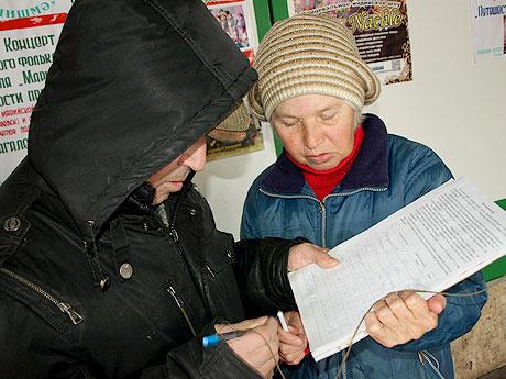 участники-заседания-подписывались-под-протестом-.jpg