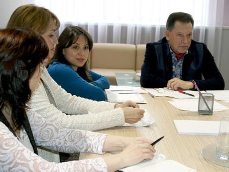 Орлова-слева-от-Алтынбаеваа_kamgorizont.jpg