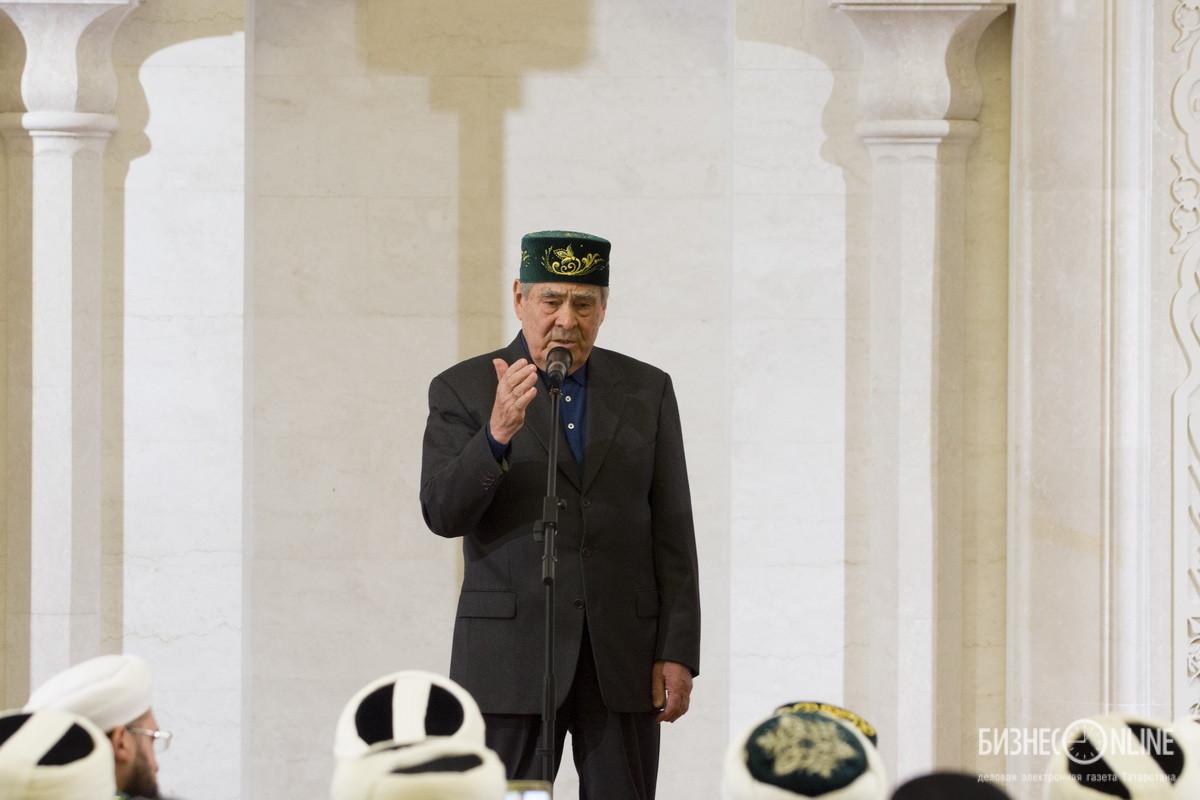 Молит о пощаде в шариатском суде видео