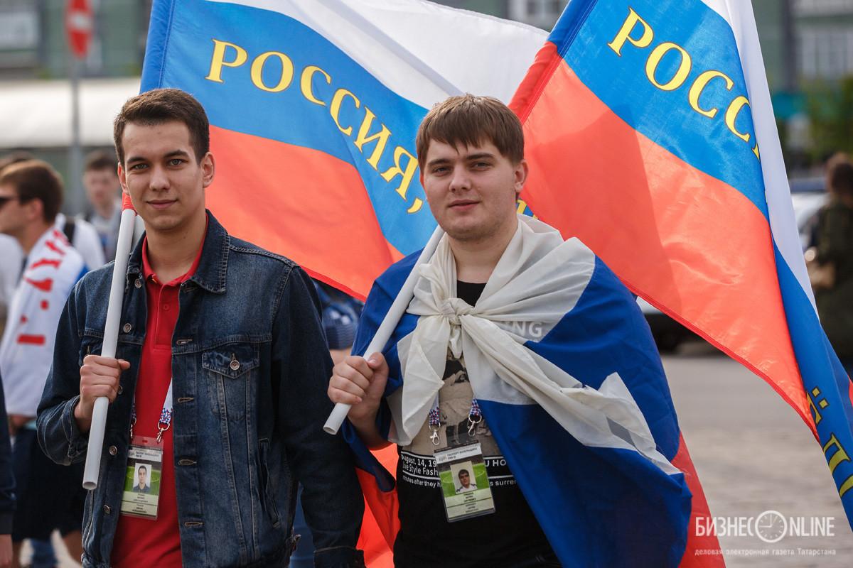 Русская проиграла свои дырки толпе фото 539-253