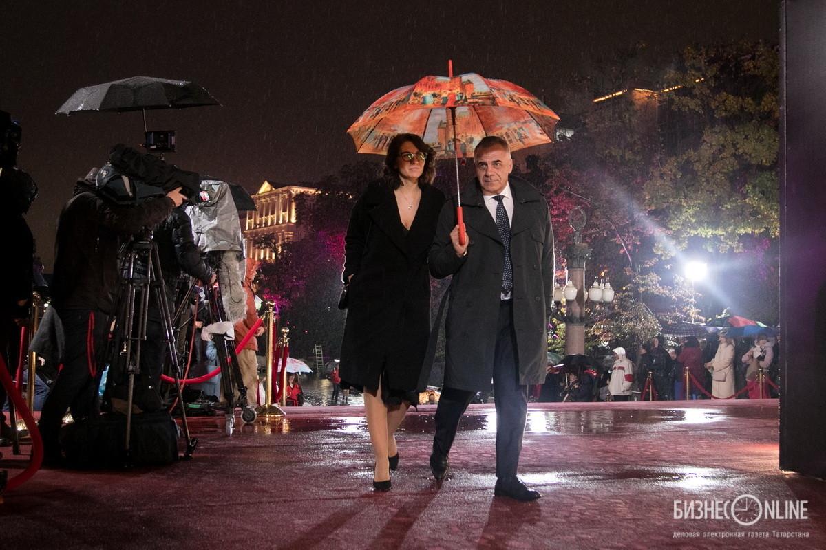 Ведущий информационных выпусков телеканала Рен-ТВ Петр Марченко с супругой Юлией