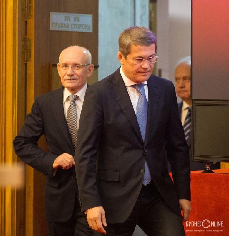 Радий Хабиров (справа) - и. о. руководителя республики Башкортостан