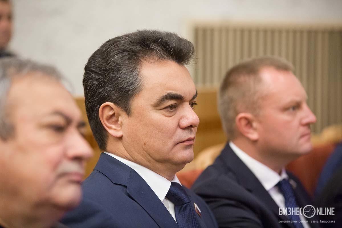 Ирек Ялалов (в центре) - экс-мэр Уфы