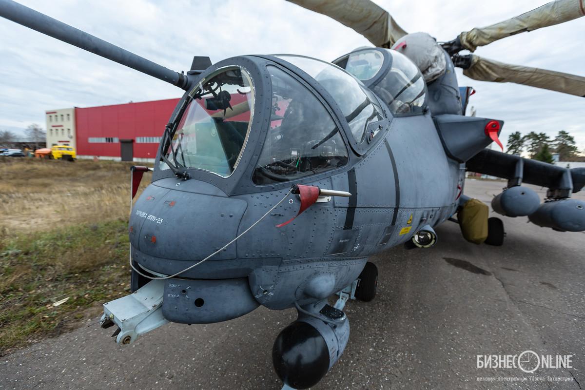 Казанцы иногда видят в небе боевые вертолеты. Они прилетают на КОМЗ, на территории находится компания Стелла-К, утанавливающая на них бор