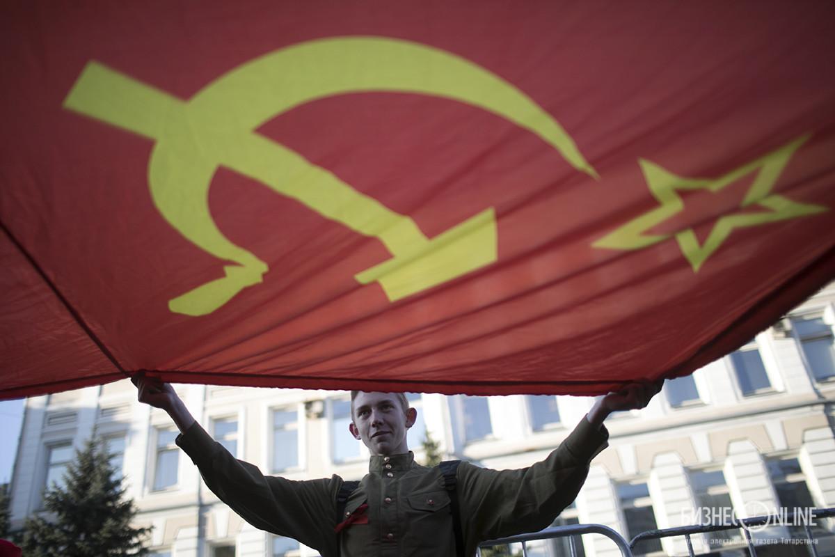 Ноябрь. Шествие КПРФ в Москве. Алексей Белкин