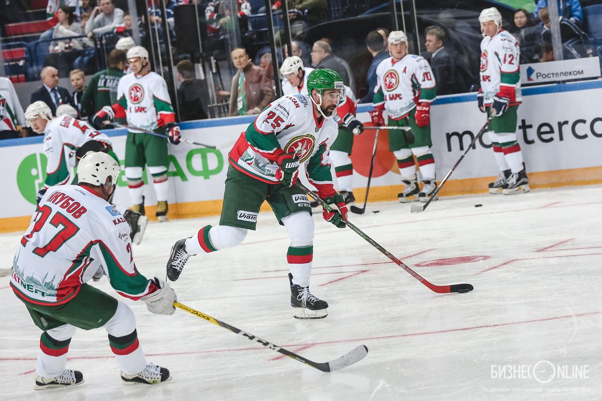 Данис Зарипов (по центру)
