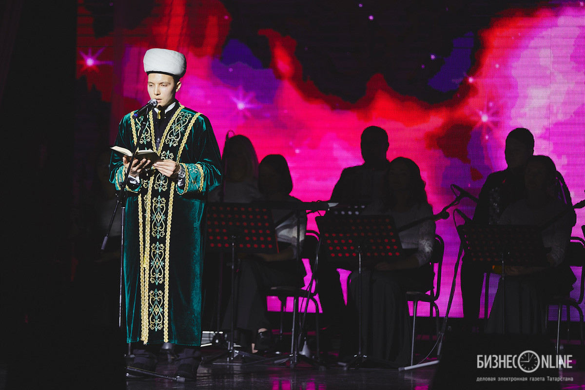 Имам мечети «Ярдэм» Раиль Ахметов прочитал со сцены аяты из Священного Корана