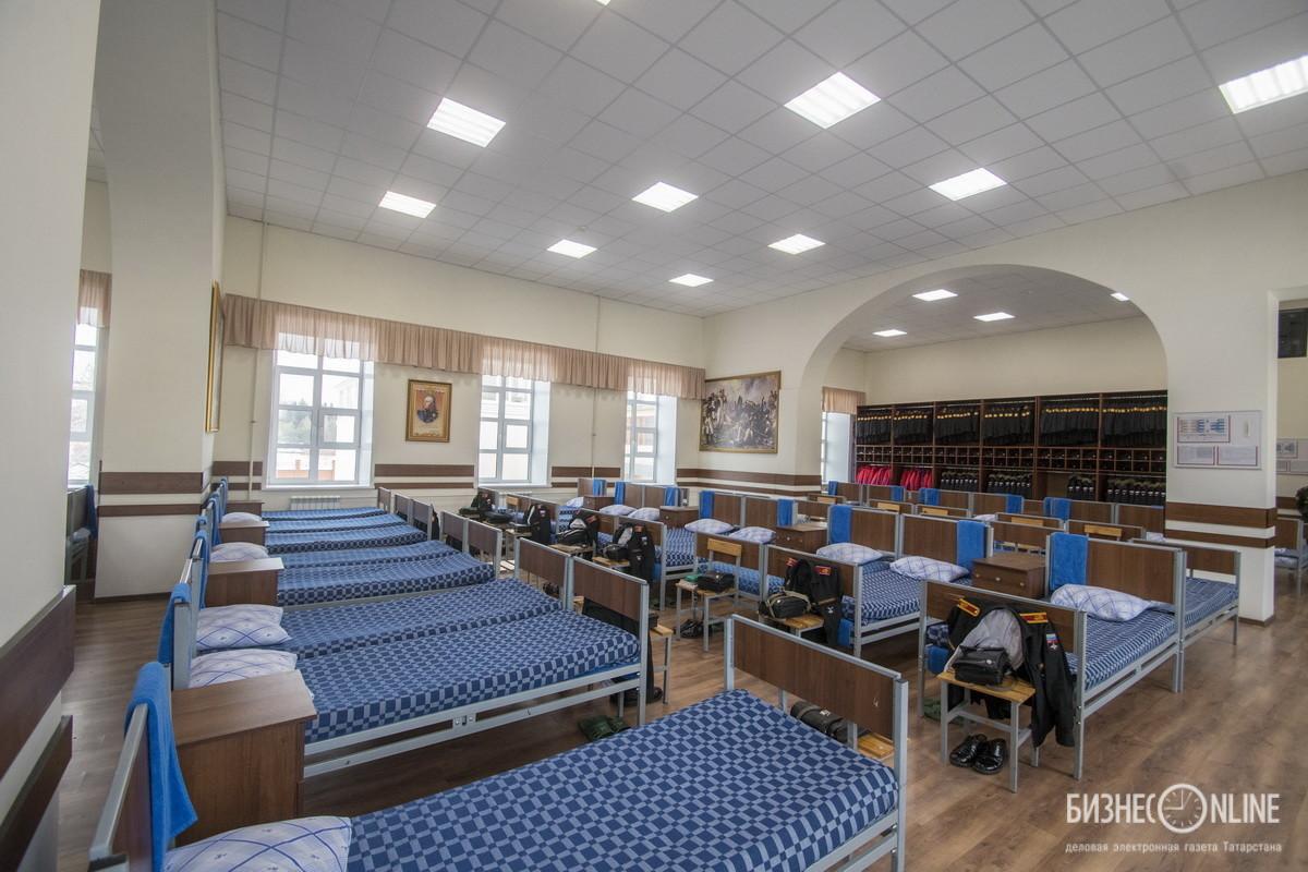 Нынешнее спальное расположение казарменного типа, рассчитано на 80 человек