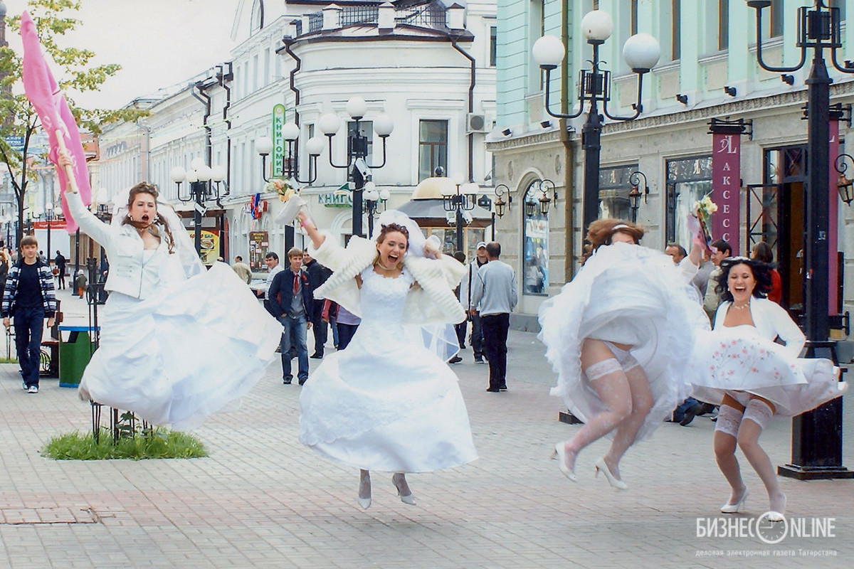 Парад невест на улице Баумана в г.Казани