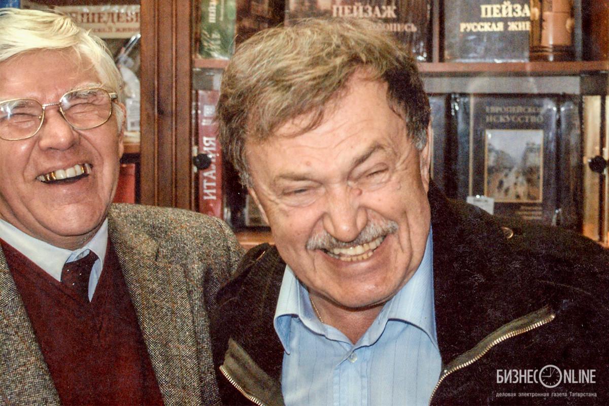 "Писатель Василий Аксенов (справа) на фестивале ""Аксенов-фест 2007"""