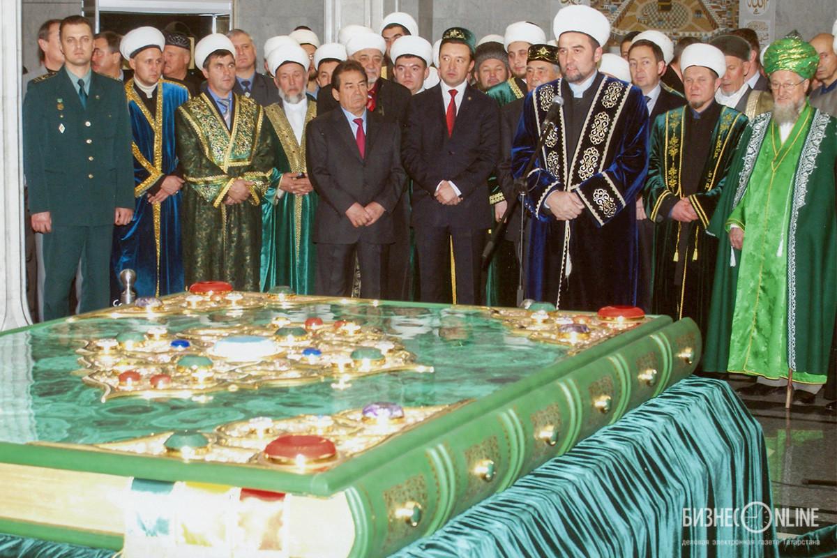 Торжественное принятие самого большого Корана в мире из Италии в мечеть Кул Шариф