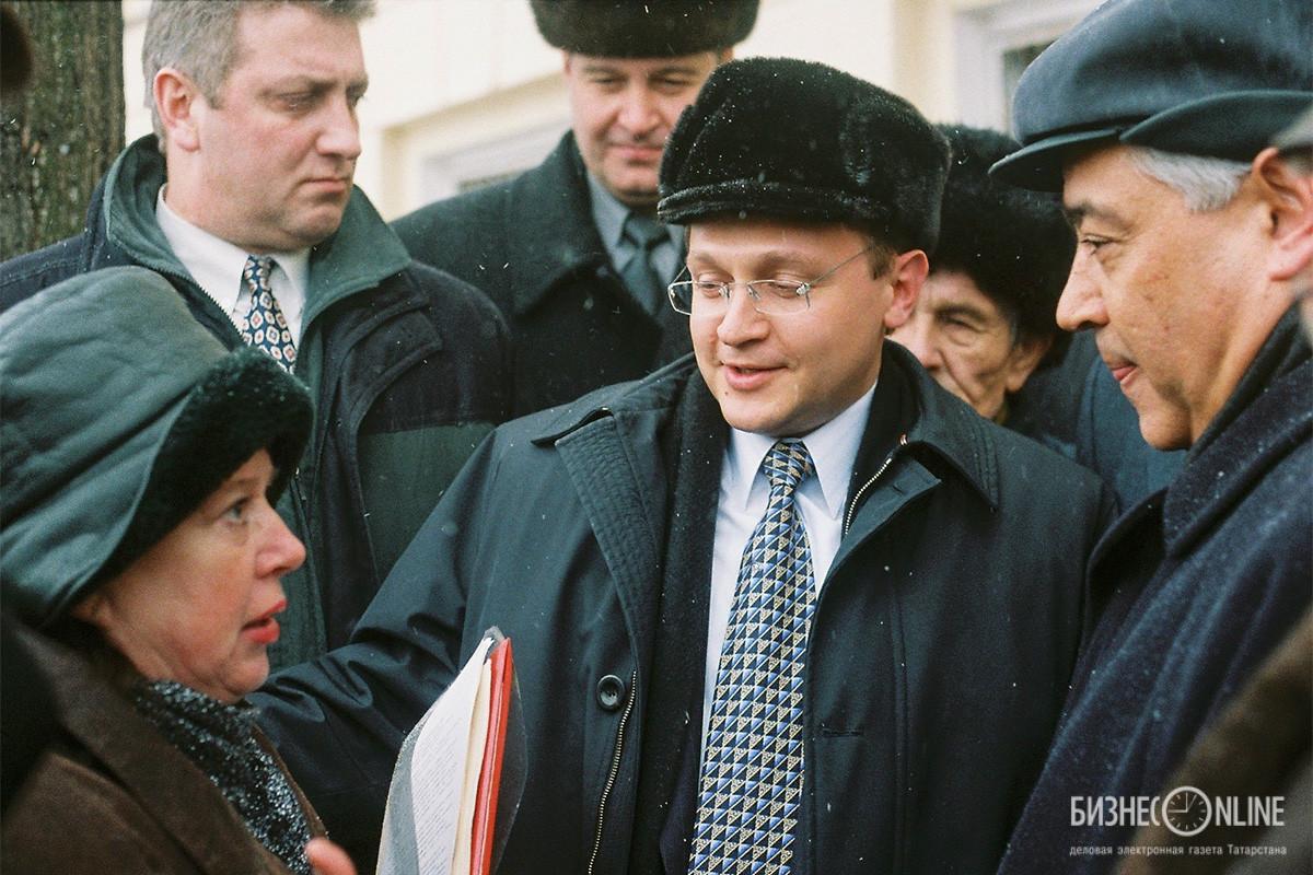 Полномочный представитель президента РФ в Приволжском федеральном округе Сергей Кириенко (в центре) и председатель Госсовета РТ Фарид Мухаметшин (справа)