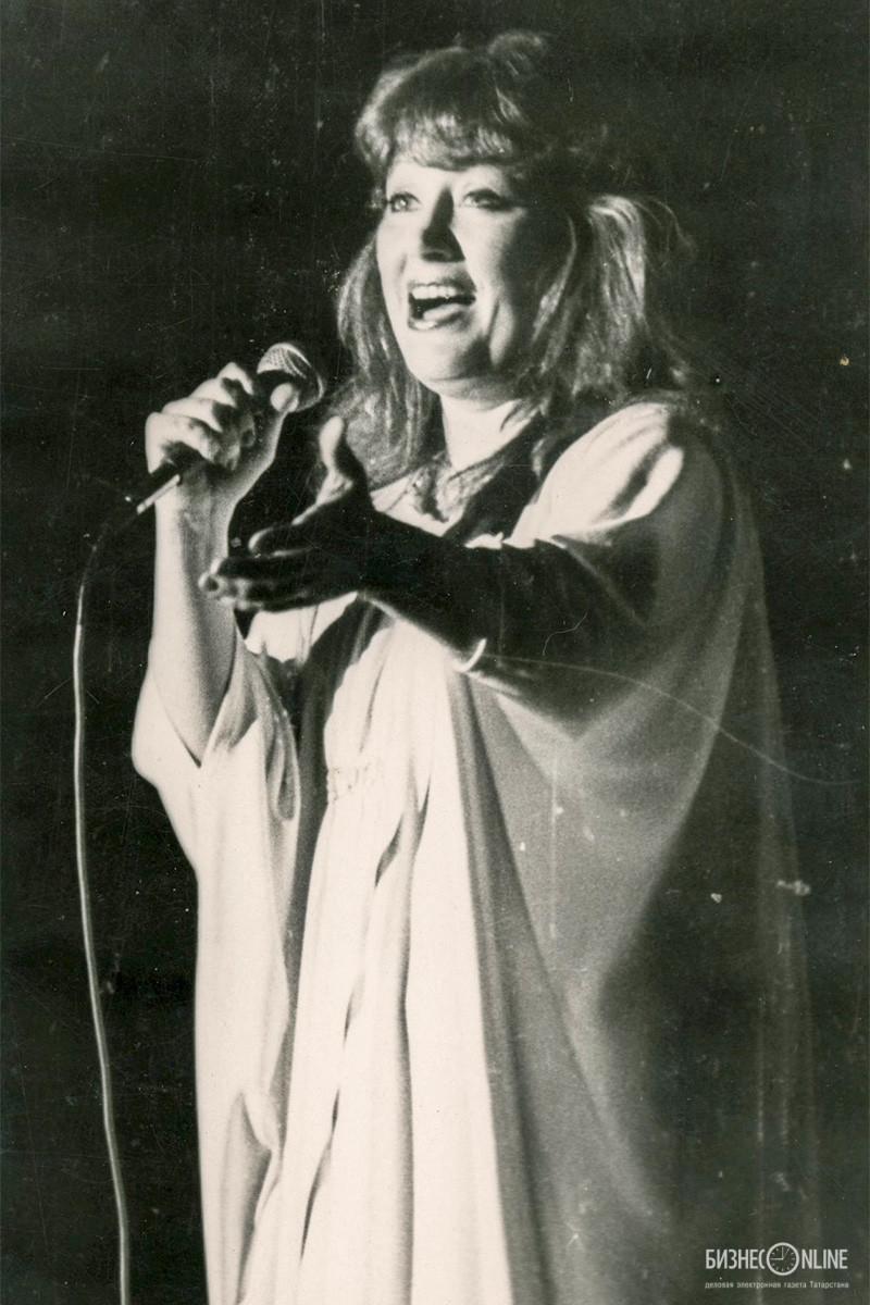 Певица Алла Пугачева во время концерта