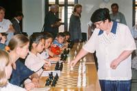 Гроссмейстер Нона Гаприндашвили (справа) во время матча за звание чемпионки мира по шахматам (1999 год)
