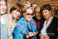 Внучка Федора Шаляпина Ирина Шаляпина (в центре) во время открытия памятника Федору Шаляпину на ул.Баумана (1999 год)