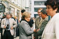 Наина Ельцина (в центре) и мэр г.Казани Камиль Исхаков (справа) во время открытия памятника Федору Шаляпину на ул.Баумана (1999 год)