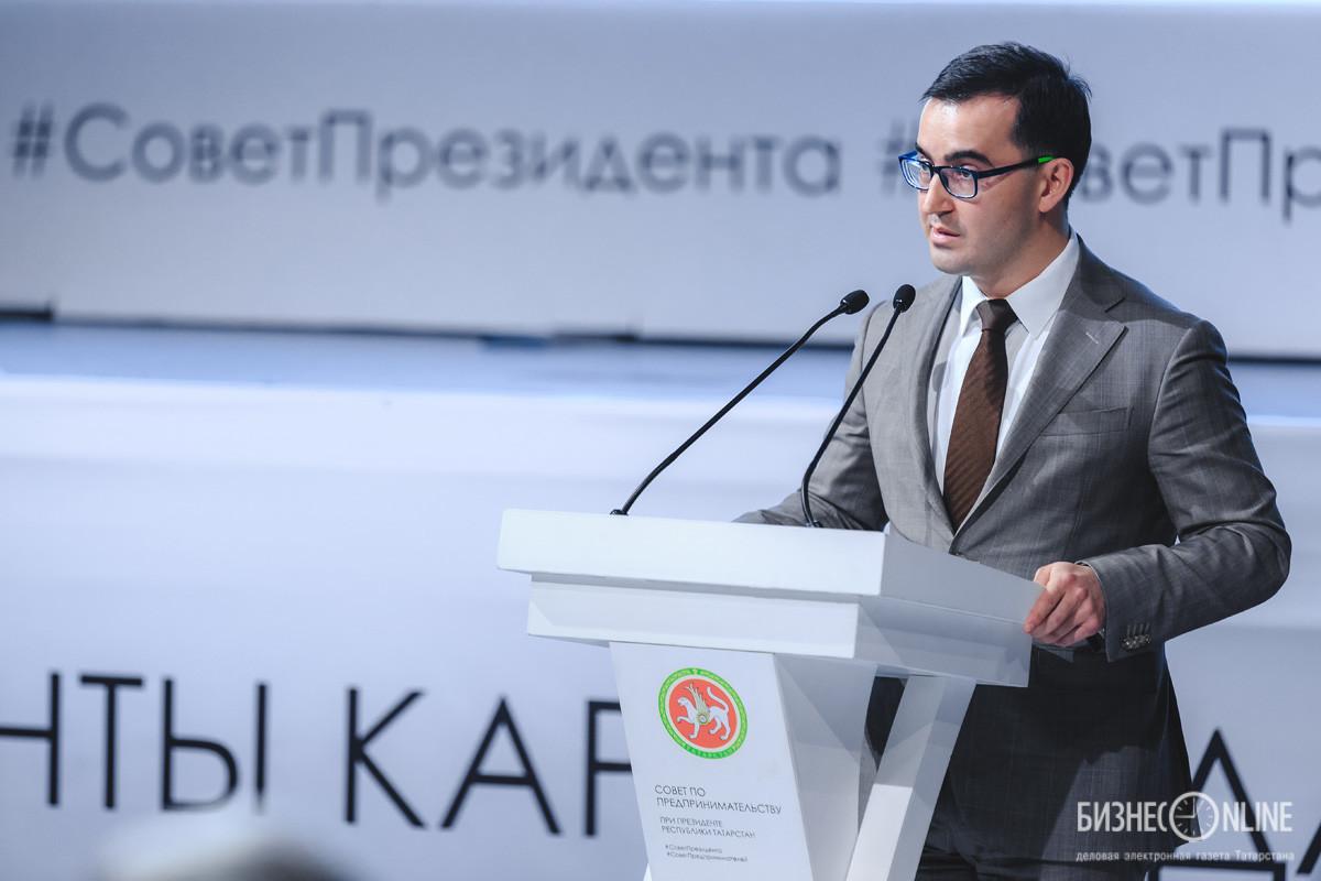 Еще в Госдуму увезите, покажите: Минниханов поддержал 15-летнюю блогершу, продающую жвачки для рук