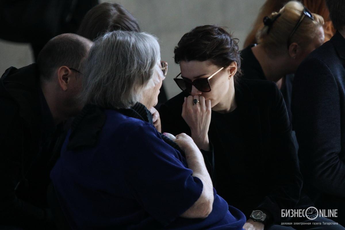 Мать С.Доренко Татьяна Доренко и вдова С.Доренко Юлия Силявина (слева направо)