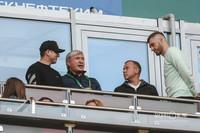 Эдуард Сафонов (второй слева)