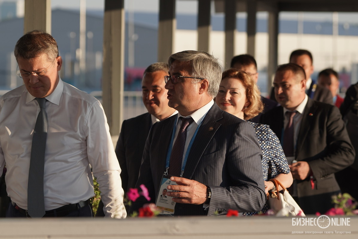Врио главы Башкирии Радий Хабиров (слева) и вице-премьер РТ Василь Шайхразиев