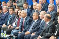 Наиль Магдеев, Ильсур Метшин, Дмитрий Романов, Альбина Насырова, Фарид Мухаметшин, Рустам Минниханов, Владимир Чагин, Марат Ахметов (слева-направо)