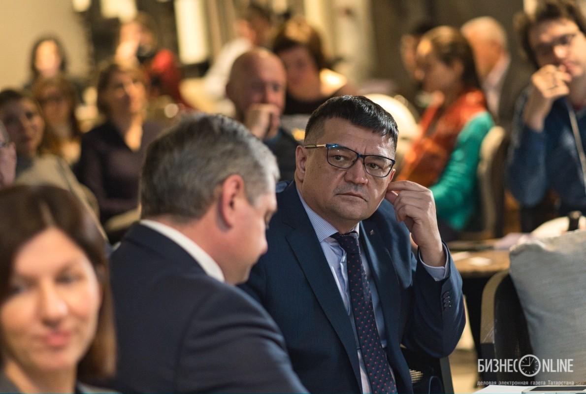 Азат Газизов (справа)
