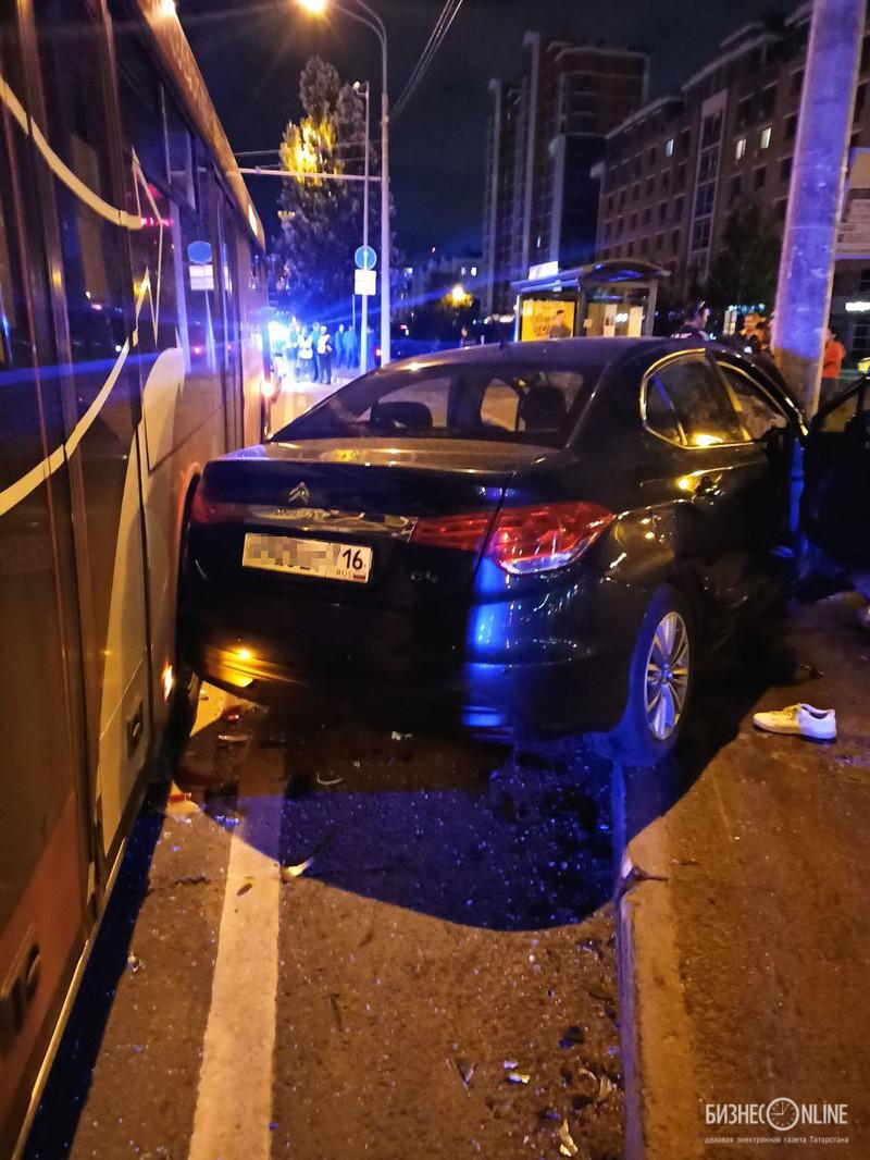 Серьезное ДТП с автобусом и двумя иномарками в Казани