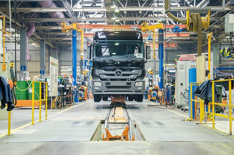 Дешевле, чем Mercedes, но ненамного: КАМАЗ презентовал новый грузовик