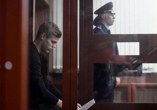 Пока шло заседание Мамаева, в сети уже были новости об аресте Кокорина. Его заседание началось на 40 минут раньше