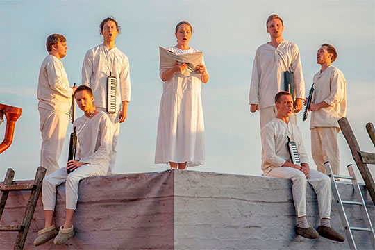«Сны Иакова», влибретто которой объединены библейские тексты сматериалами будней свияжской тюрьмы ипсихиатрической клиники,— это первая часть задуманной композитором трилогии оСвияжске
