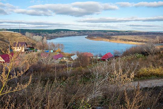 Земли сельхозназначения через реку Тойма теперь небудут относиться ктерритории города истанут районными, авот участок «Сельхозхимии», что всторону Ижевского шоссе, наоборот, переходит всостав городских земель