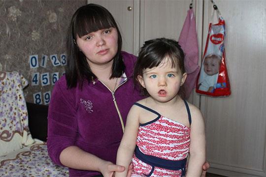 Отом, что дочка родится скосолапостью, будущая мама узнала вовремя беременности, УЗИ показало, что обе ножки уребенка подвернуты