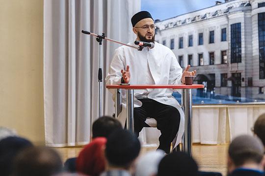 Школа мусульманского лидера «Махалля», мероприятия врамках которой проходят вконце ноября 2018-го вот уже впятый раз,накануне встречалаКамиля Самигуллина