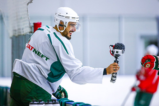 «Видели блюющего хоккеиста?»: «АкБарс» подписал экс-футболиста извезду YouTube