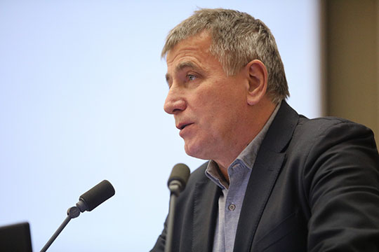 Сферой интересов Евгения Головко, директора Института лингвистический исследований РАН, является алеутский язык, которому он посвятил кандидатскую и докторскую диссертации
