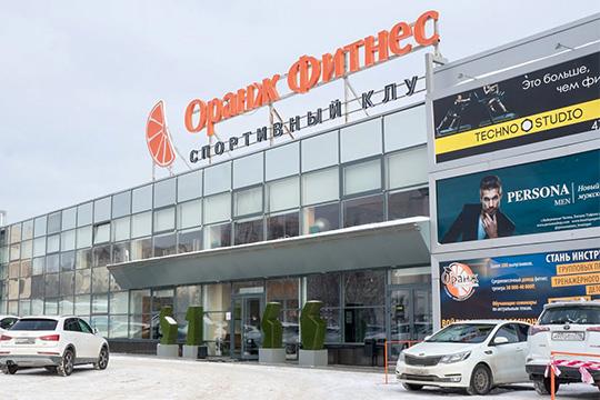 Стоимость посещенияфитнес-центр Orange Fitnessстартует от2000 рублей вмесяц, тоесть вгод это около 24000 рублей