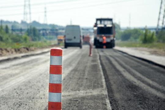 «Продолжим заниматься капремонтом дорог— темп снижать нельзя. Наэтот год наэти цели заложена сумма в2 миллиарда рублей»