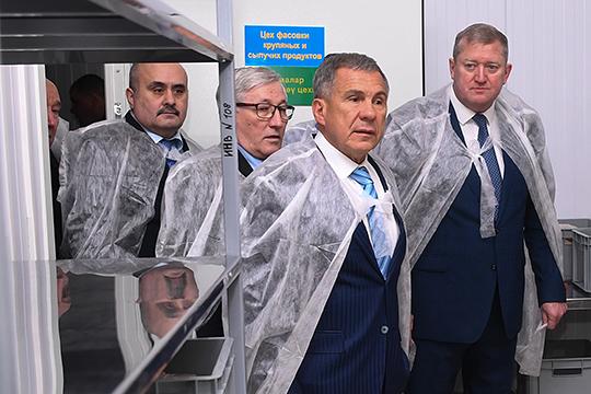 Ахметов отметил, что участия исполкома района илично главыРазифа Каримова(справа) вэтом проекте явно нехватало