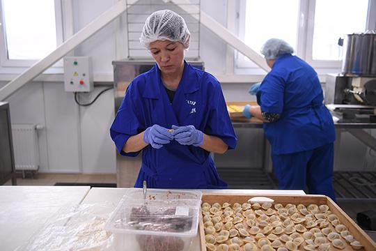 Действует цех поизготовлению полуфабрикатов, основные виды продукции: пельмени, манты, голубцы, фаршированный перец