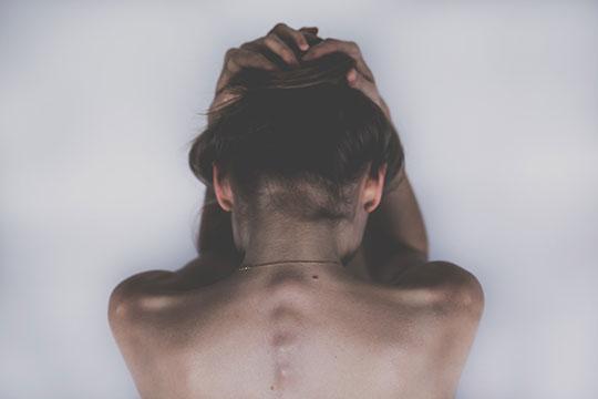 Появление нароста в области шеи говорит о гормональной перестройке в организме женщины